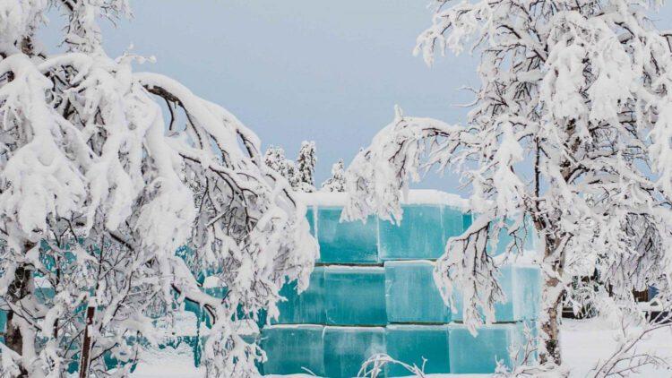 Материал для создания скульптур изо льда в Ледяном отеле