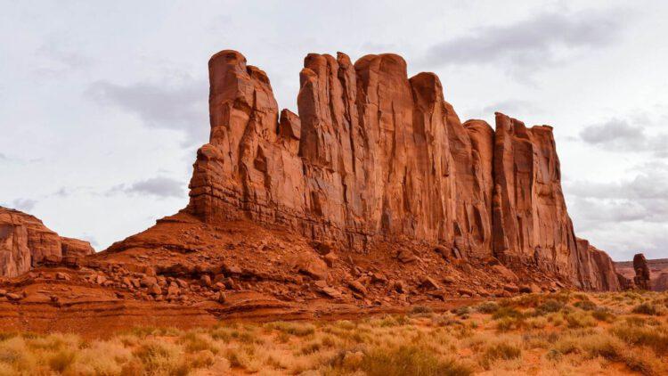 Кэмел-Бьютт или Верблюжий останец в долине монументов