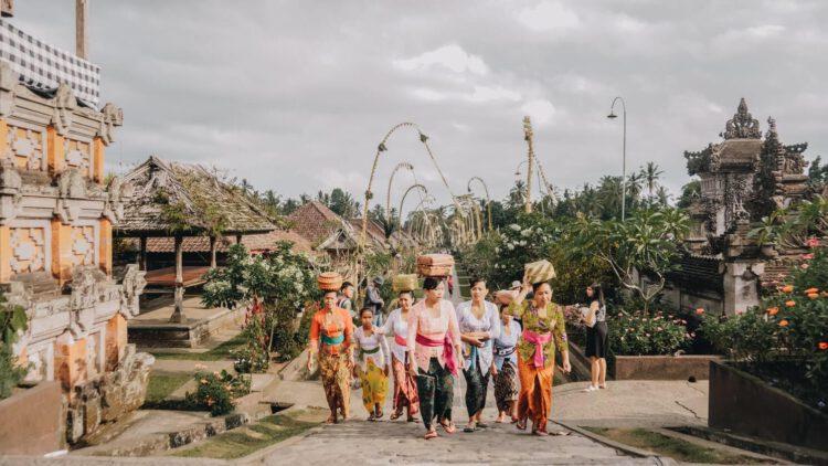 Местное население в деревне Пенглипуран (Penglipuran)