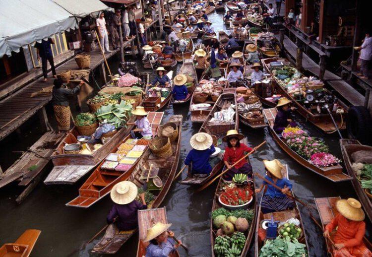 Плавучий рынок Ампава в Бангкоке