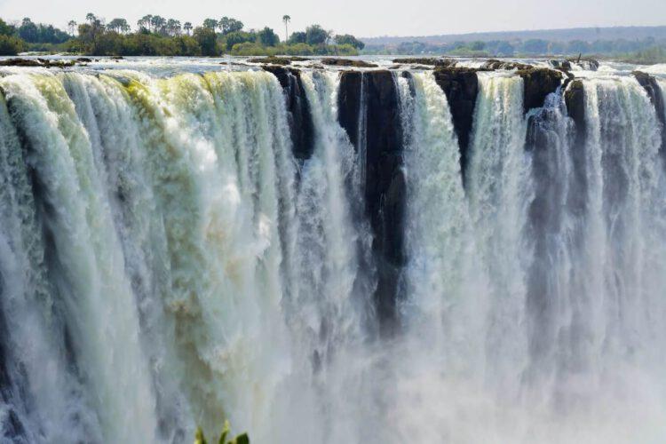 Вся мощь водопада Виктория на одном фото.