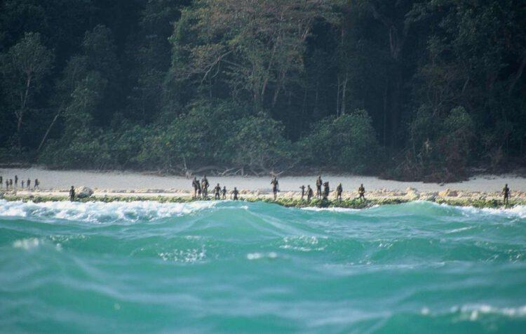 Сентинельцы на страже своих берегов.