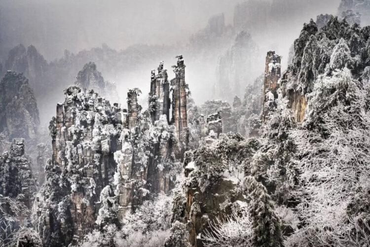 Зимой горы тяньцзи не менее прекрасны.