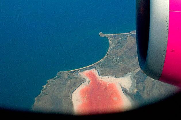 кояшское розовое озеро в крыму из воздуха самолета