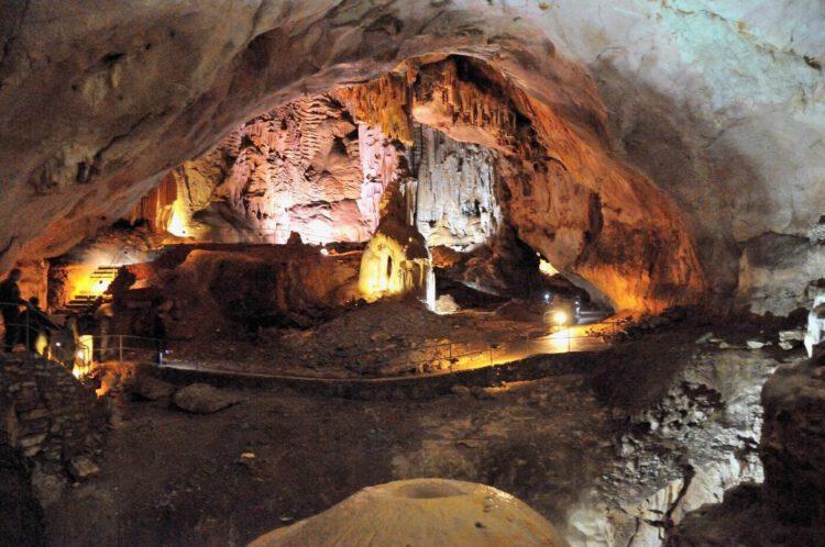 Пещера Трехглазка ай-петри