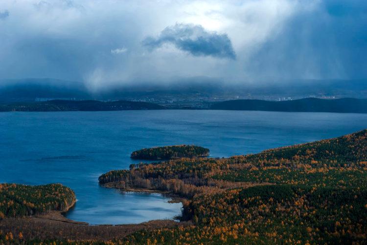 Озеро Тургояк с островом Веры