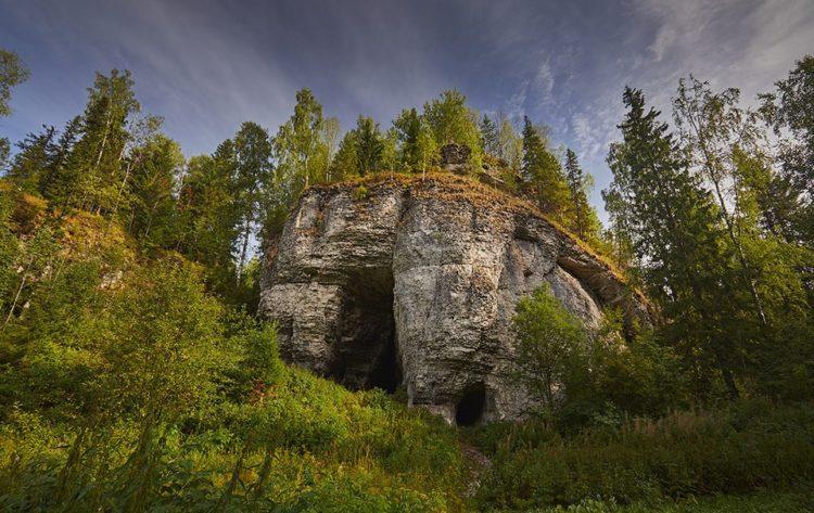 Вход в подземелье в Уральских горах